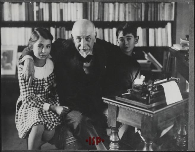 03.L P nel suo studio con Ninni ed Andrea Pirandello 1