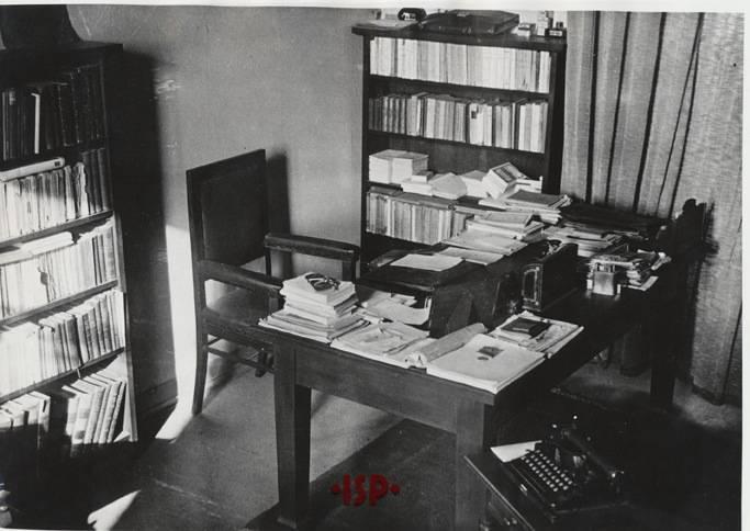 10.Particolare dello studio di L P Una scrivania 1