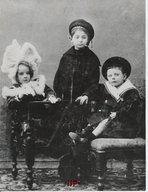16.I figli di Luigi Pirandello e Maria Antonietta Portolano da sinistra Lietta Stefano Fausto 1