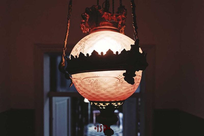 12 Allingresso lampadario in vetro rosso.