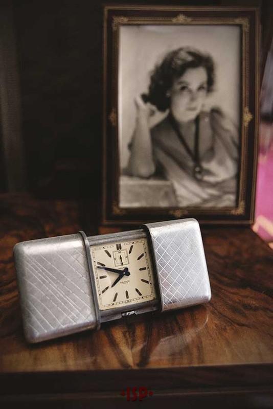 15 Camera da letto di Pirandello. Sulla toletta sveglia da viaggio statunitense marca Movado modello Ermeto del 1926. Sullo sfondo un ritratto di Marta Abba.