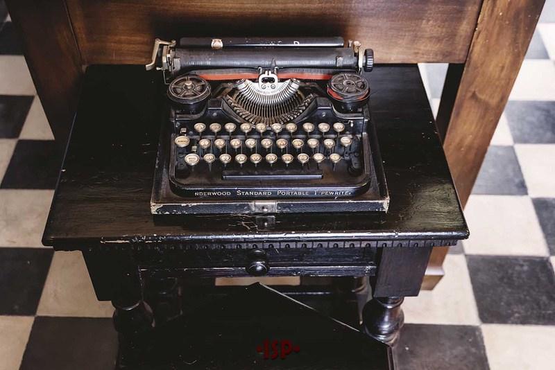24 Salone. Macchina da scrivere portatile Underwood del 1933.