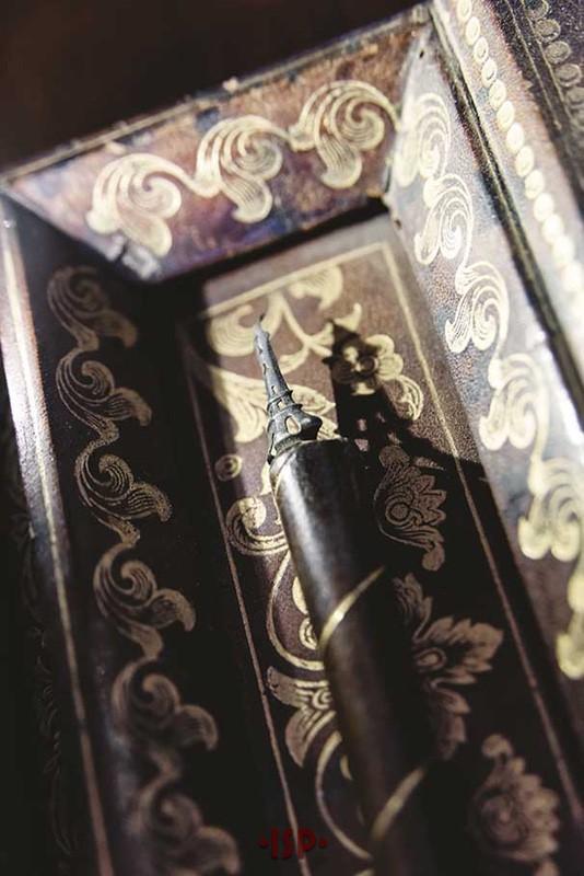 26 Salone. Sulla scrivania di Pirandello. Particolare della punta del pennino Gran Prix a forma di Tour Eiffel ideata nel 1889 dalla societÖ parigina Blanzy Poure et C.ie .