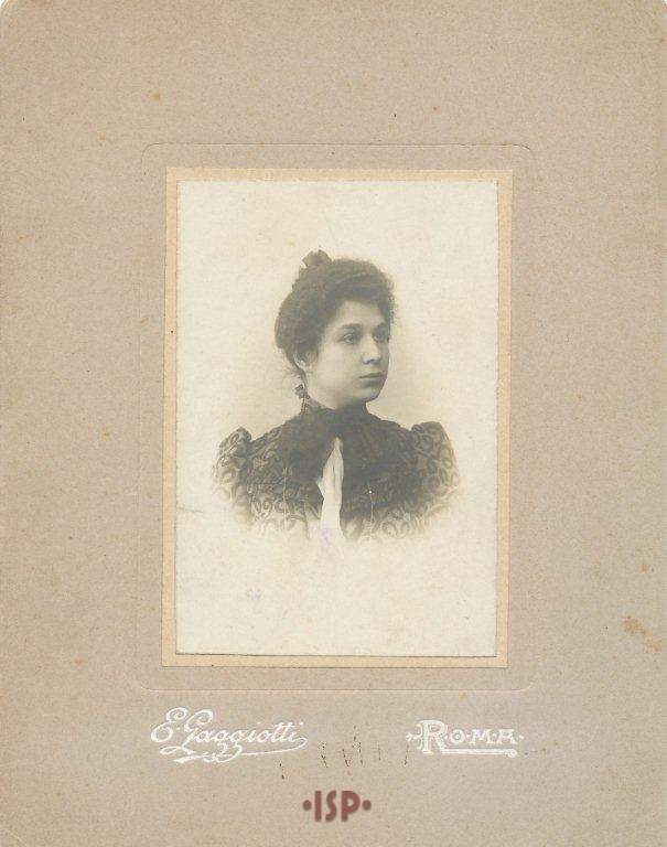 01 La moglie Maria Antonietta Portolano