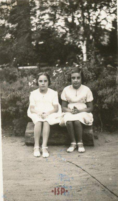 18 Le nipoti Maria Luisa e Lietta Aguirre