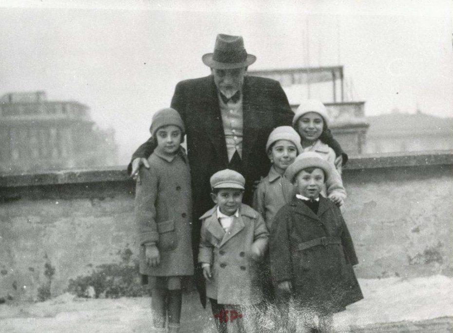 19 Luigi con alcuni nipoti
